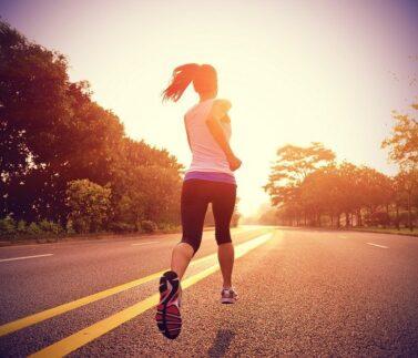 Mulher correndo para artigo thiago